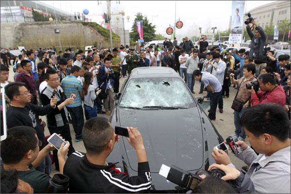 U Kini javno uništen Maserati zbog prevare u servisu