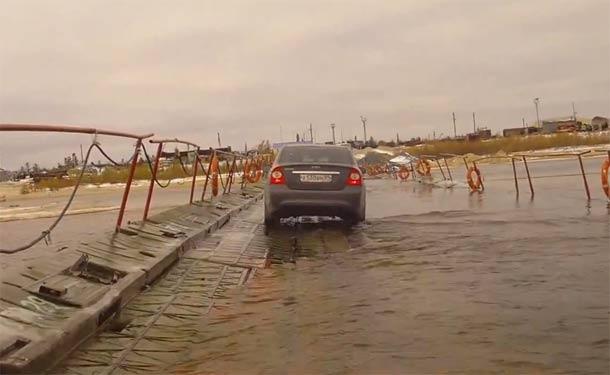 Vožnja preko plutajućeg mosta u Rusiji!