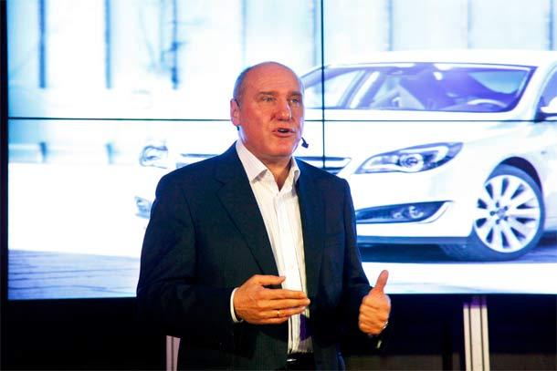Goste je sa novom Insignijom upoznao direktor Opela Dragan Nenadovic