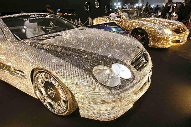 Automobil optočen Swarovski kristalima