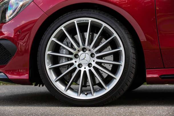 Dunlop Sport Maxx RT pneumatik za Mercedes CLA 45 AMG model