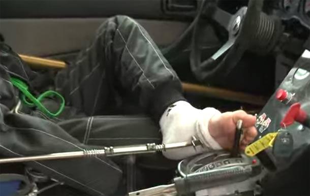 Bartek nema ruke, ali to ga ne sprečava da vozi automobil, i ne samo to on je Drift vozač!