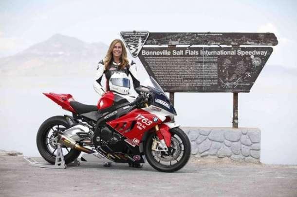 Najbrža žena na motociklu BMW S 1000 RR!