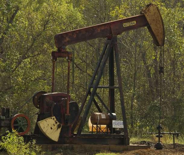 I pored velikog pada cena nafte, gorivo jeftnije tek par dinara