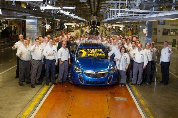 750.000 Opel Insignia - • Jubilarni automobil u u fabrici u Riselshajmu dolazi u formi jarko plavog OPC Sports Tourera