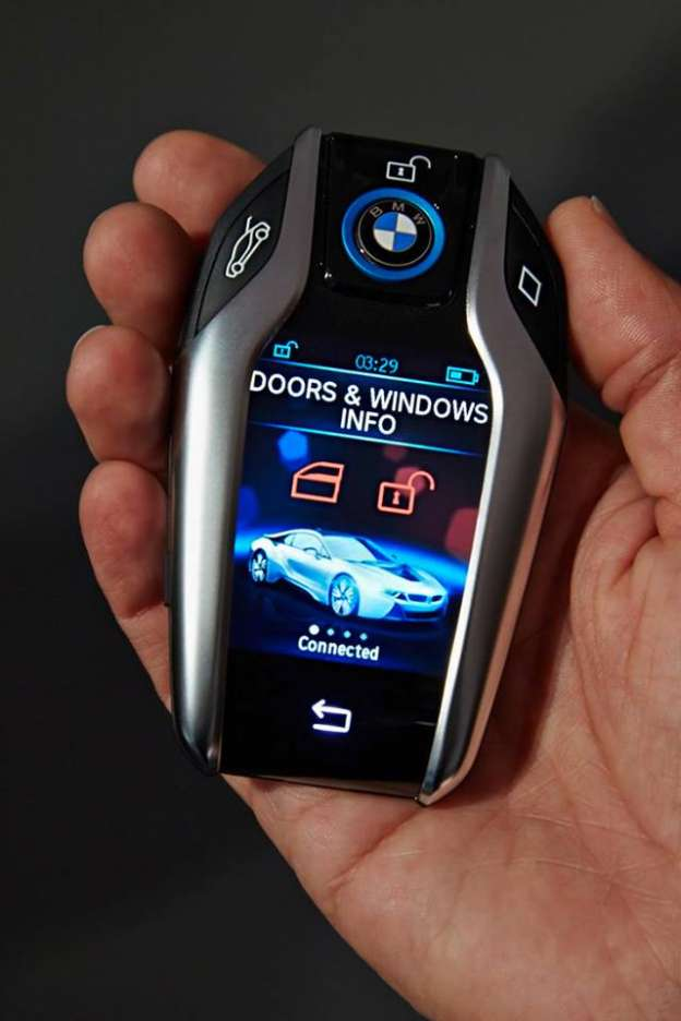 BMW predstavio HI-TECH ključ sa LCD displejem