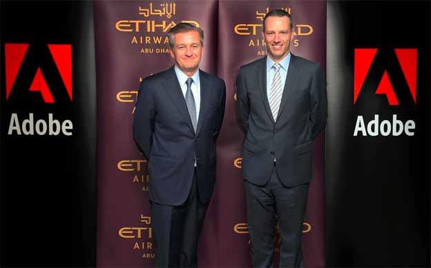 Robert Veb, direktor informacionih tehnologija Etihad ervejza, i Pol Robson, Predsednik kompanije Adobe za Aziju i Pacifik, pozdravljaju objavljivanje uspostavljanja partnerstva.