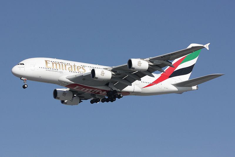 800px-A380_Emirates_A6-EDC