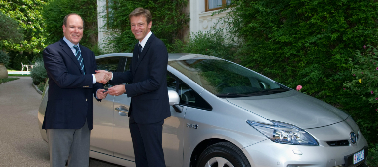 Prvi Prius Plug-In Hybrid-a isporučen Nj.P.V. knezu Albertu II od Monaka