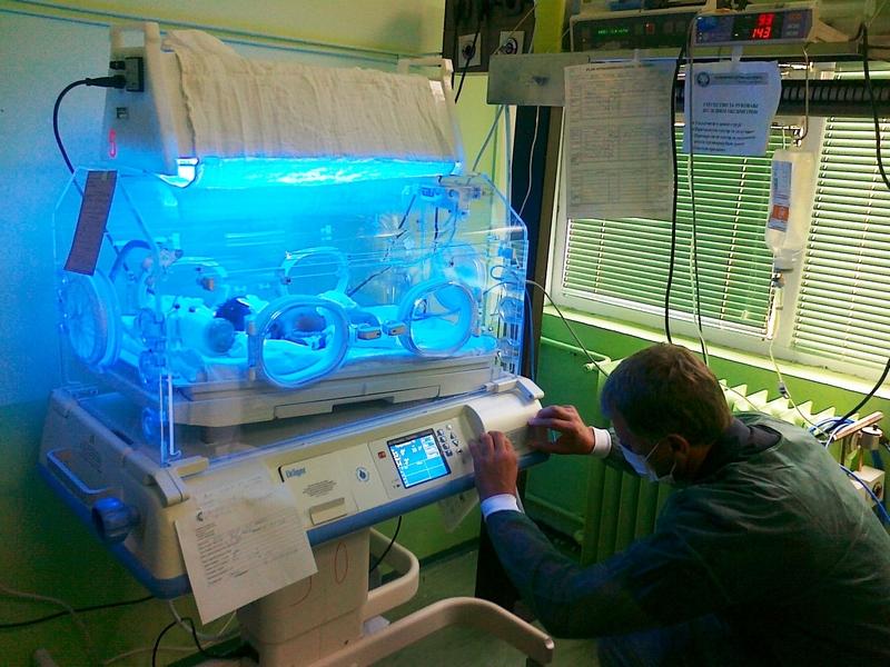 """Takovo osiguranje doniralo nov inkubator u okviru akcije """"Bitka za bebe"""""""