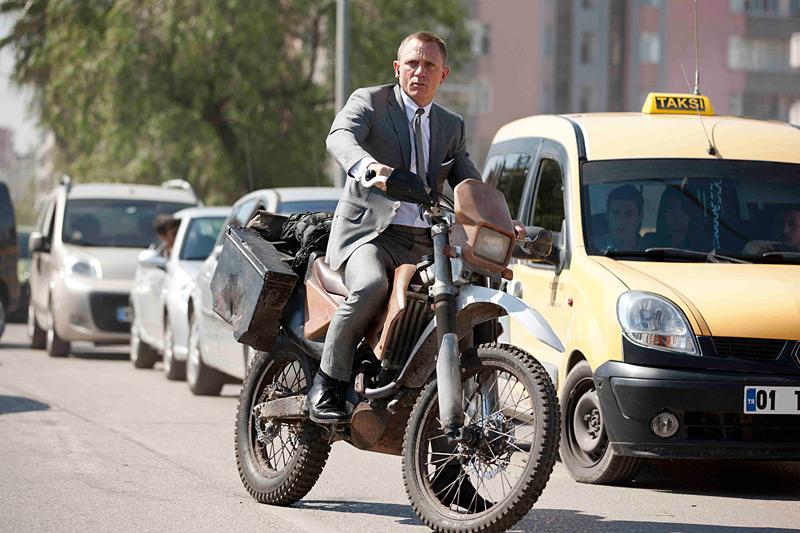 James Bond vozi Hondu CRF250R