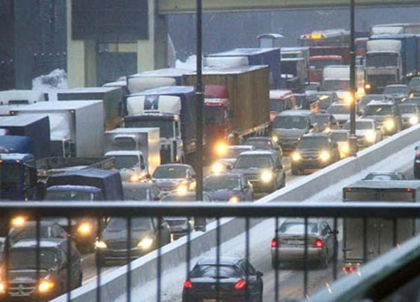 Zbog snega u Moskvi velika saobraćajna gužva