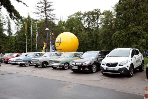 Opel Karavan krenuo kroz Srbiju