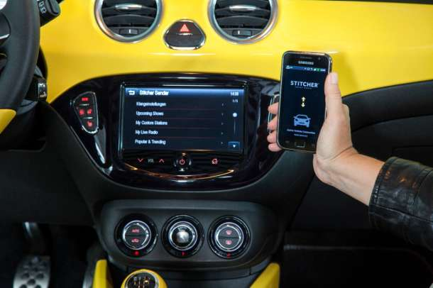 "Opel dobitnik nagrade ""Connected Car"" za IntelliLink"